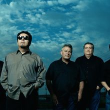 Los Lobos And X