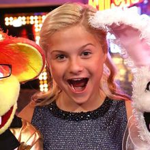 Rocking Around The Christmas Tree With Darci Lynne and Friends