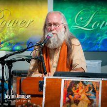 Acharya Mangalananda Leads Satsang