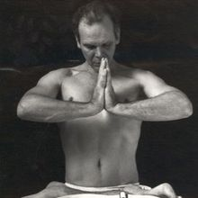 Save the date: Iyengar yoga workshop withPeter Thompson